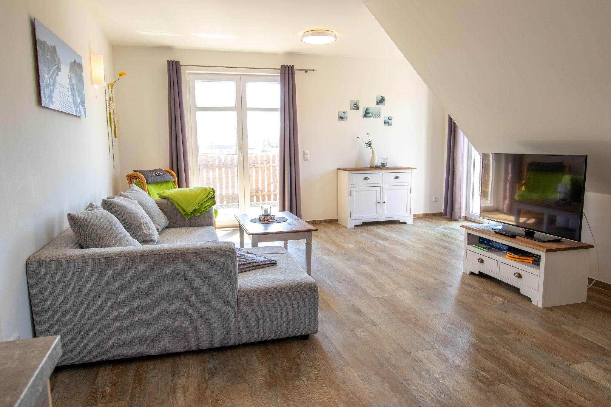 Ferienwohnung OG - Wohnzimmer mit TV